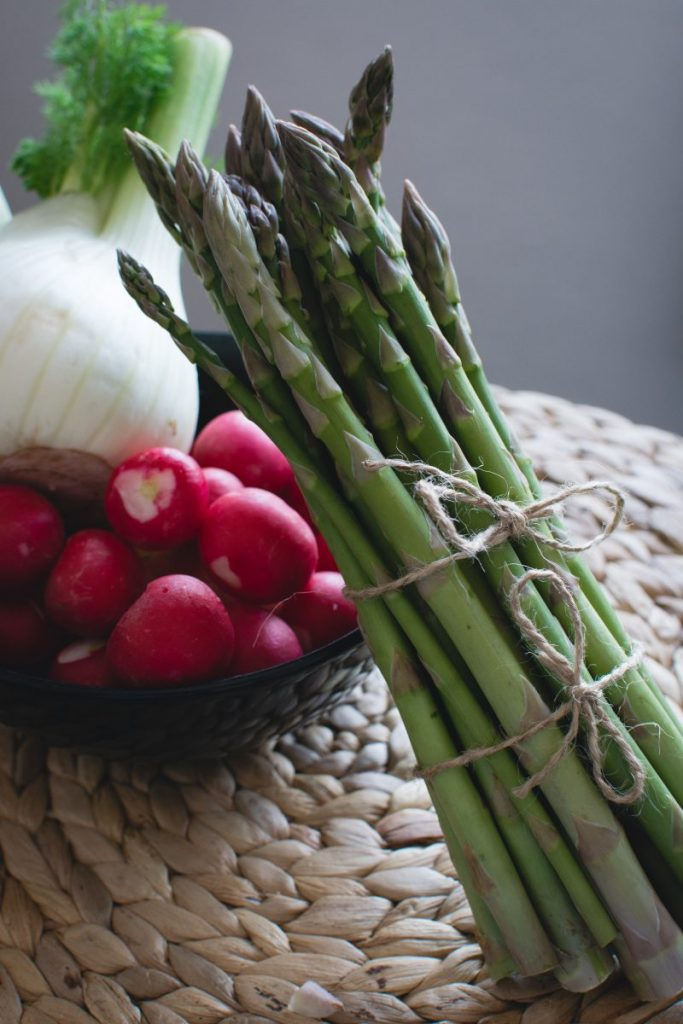 Fresh asparagus with radishes and fennel