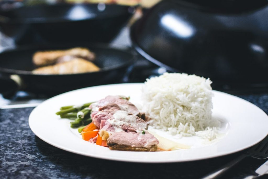 Gren curry medium duck breast with vegetables and rice