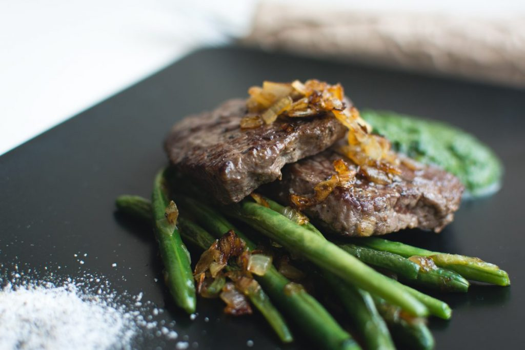 Paleo beef steak with green beans and spinach