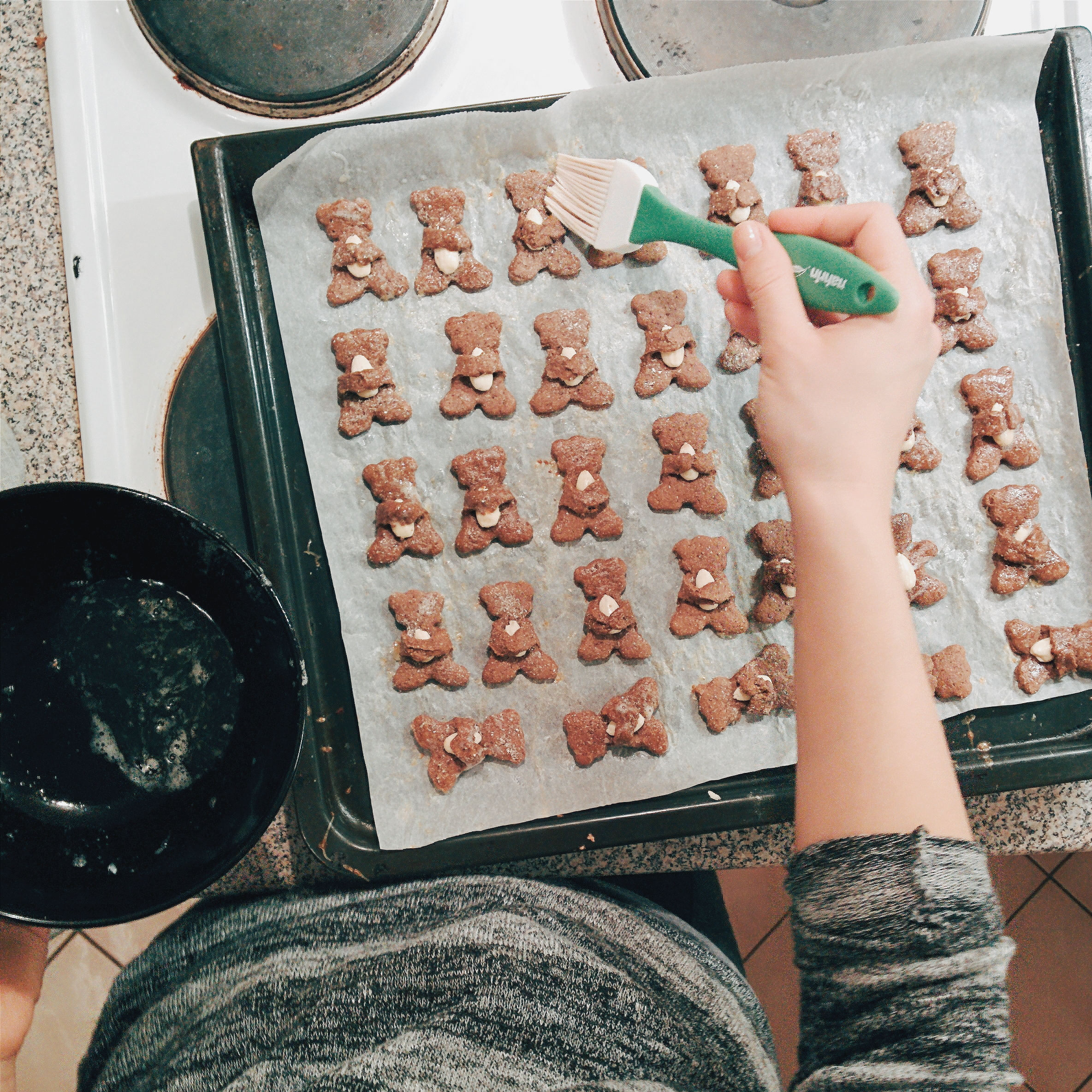 Christmas gingerbread bears with almonds
