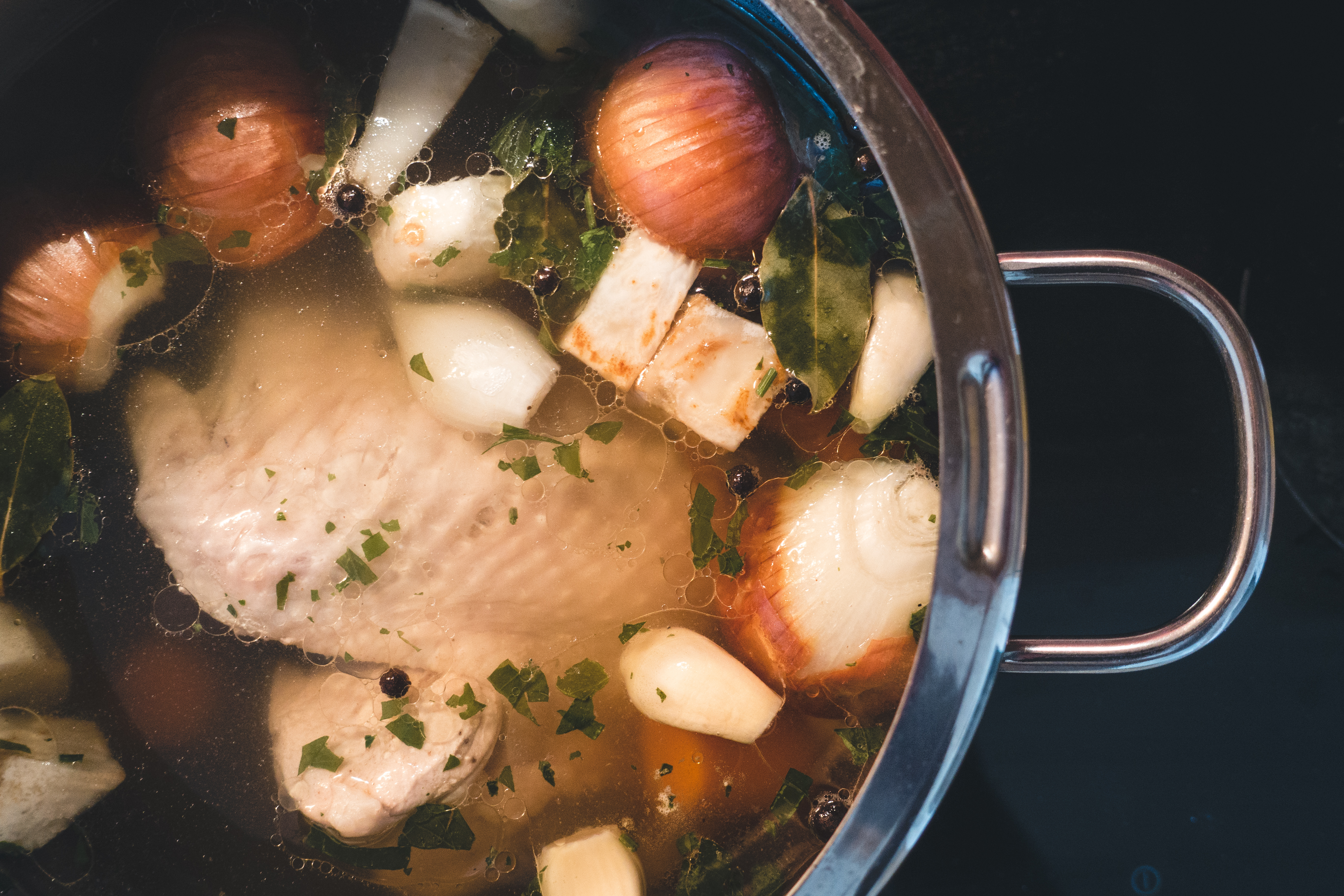 Cooking homemade chicken broth