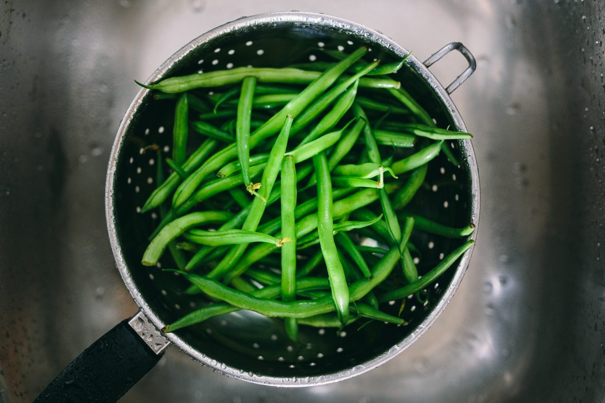 Washing green beans in colander
