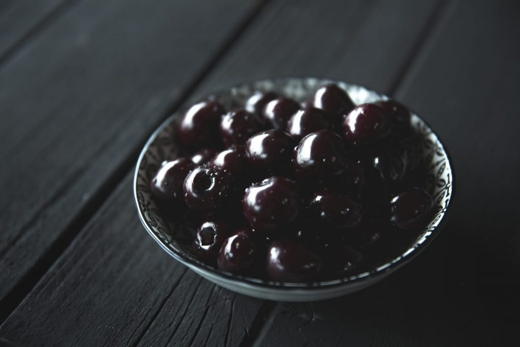 Black cherries in a bowl