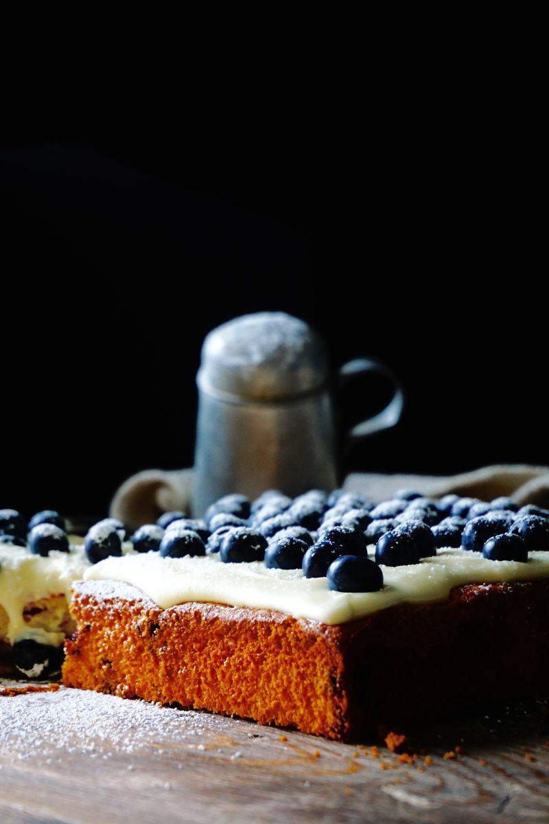 Granola blueberry cake