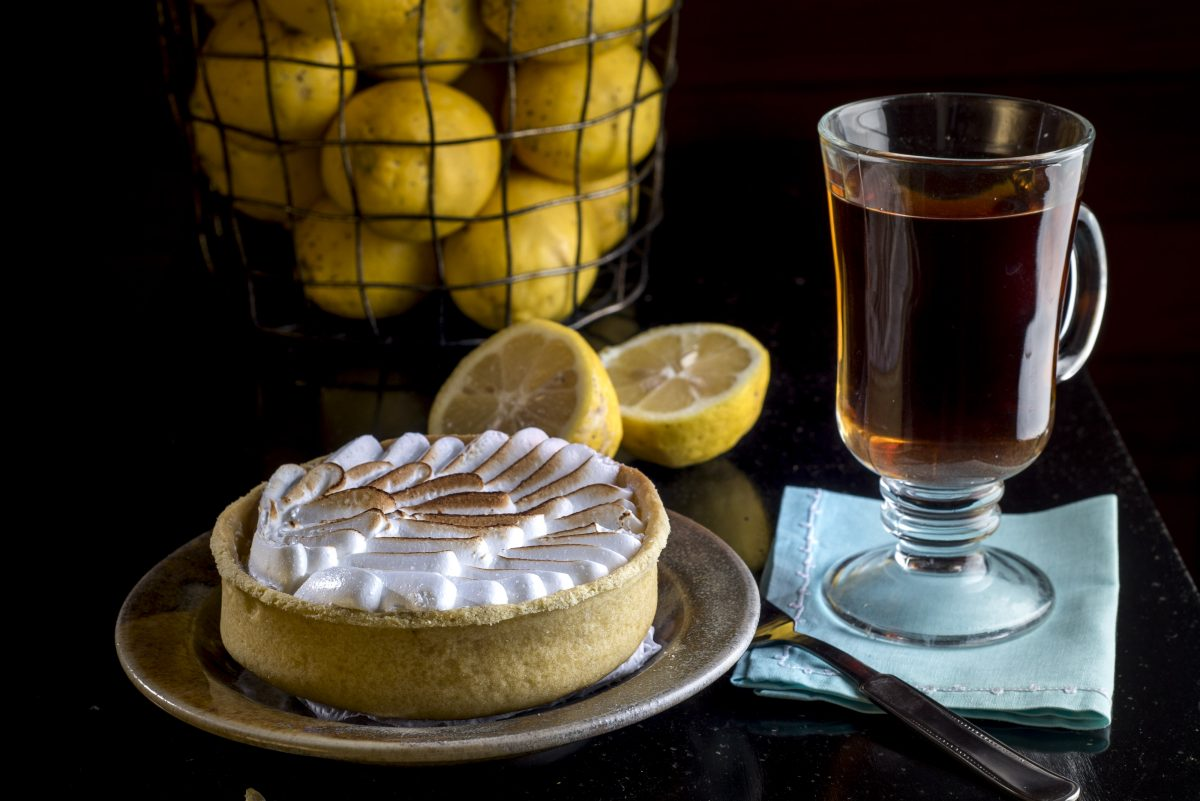 Lemon cake with tea