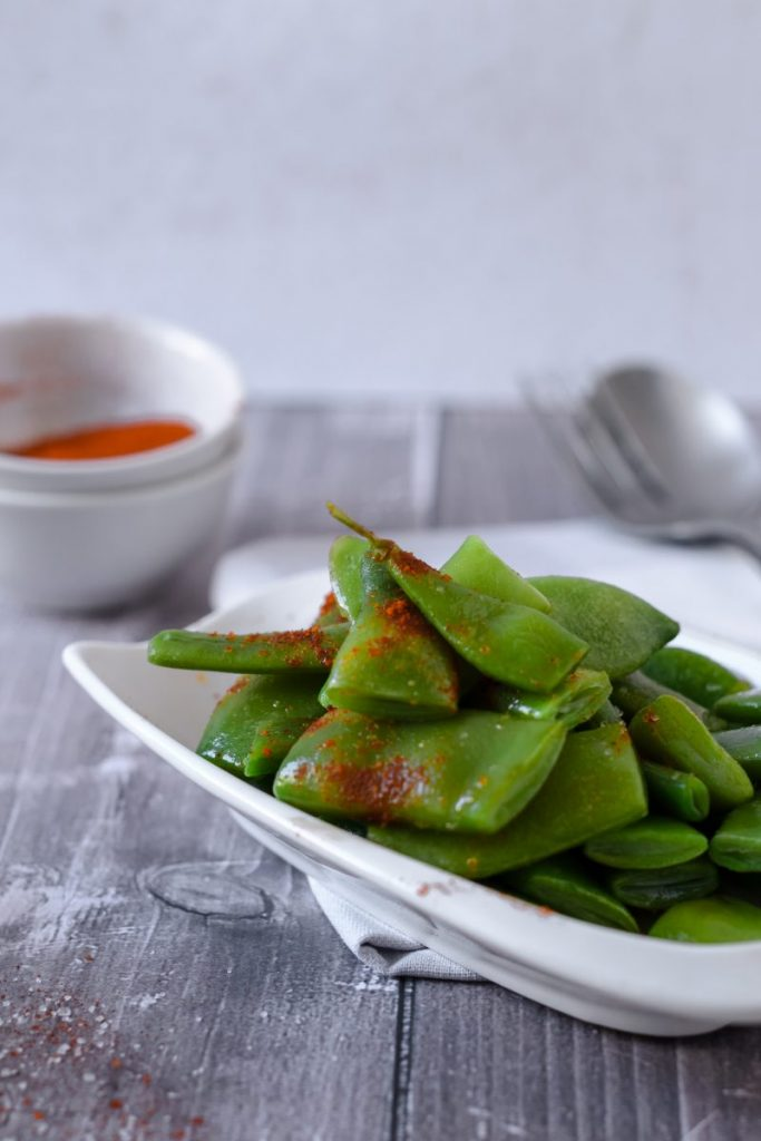 Cooked green beans with chilli