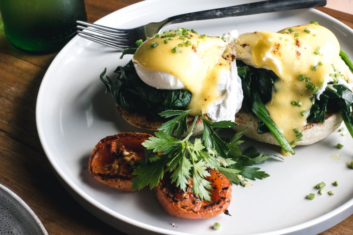 Poached eggs with spinach on a brioché