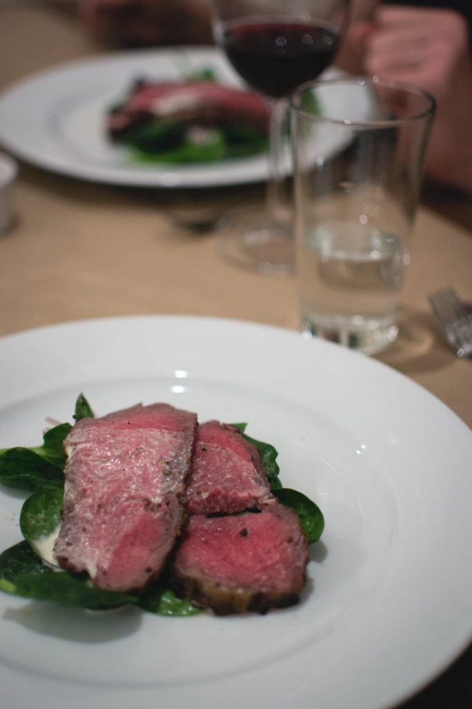 Roastbeef with leafs of fresh spinach