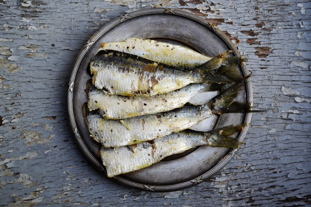 Grilled headless sardines