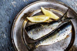 Grilled headless sardines with lemon