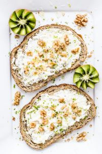 Toasted bread with soft cheese, walnuts and honey