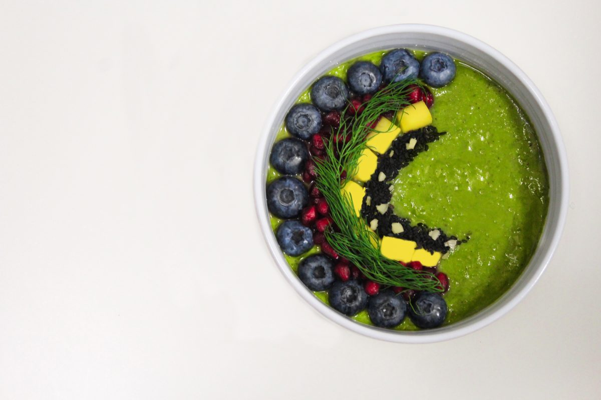 Green smoothie with blueberries