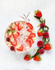 Pretty strawberry smoothie bowl