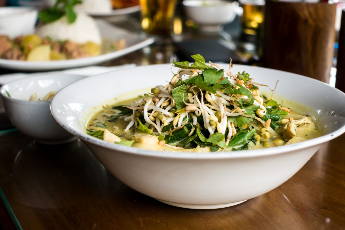 Green curry with beans sprouts