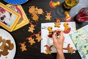 Decorating easter gingerbread cookies
