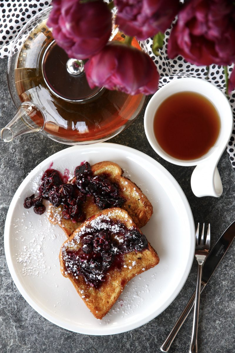 French toasts with tea