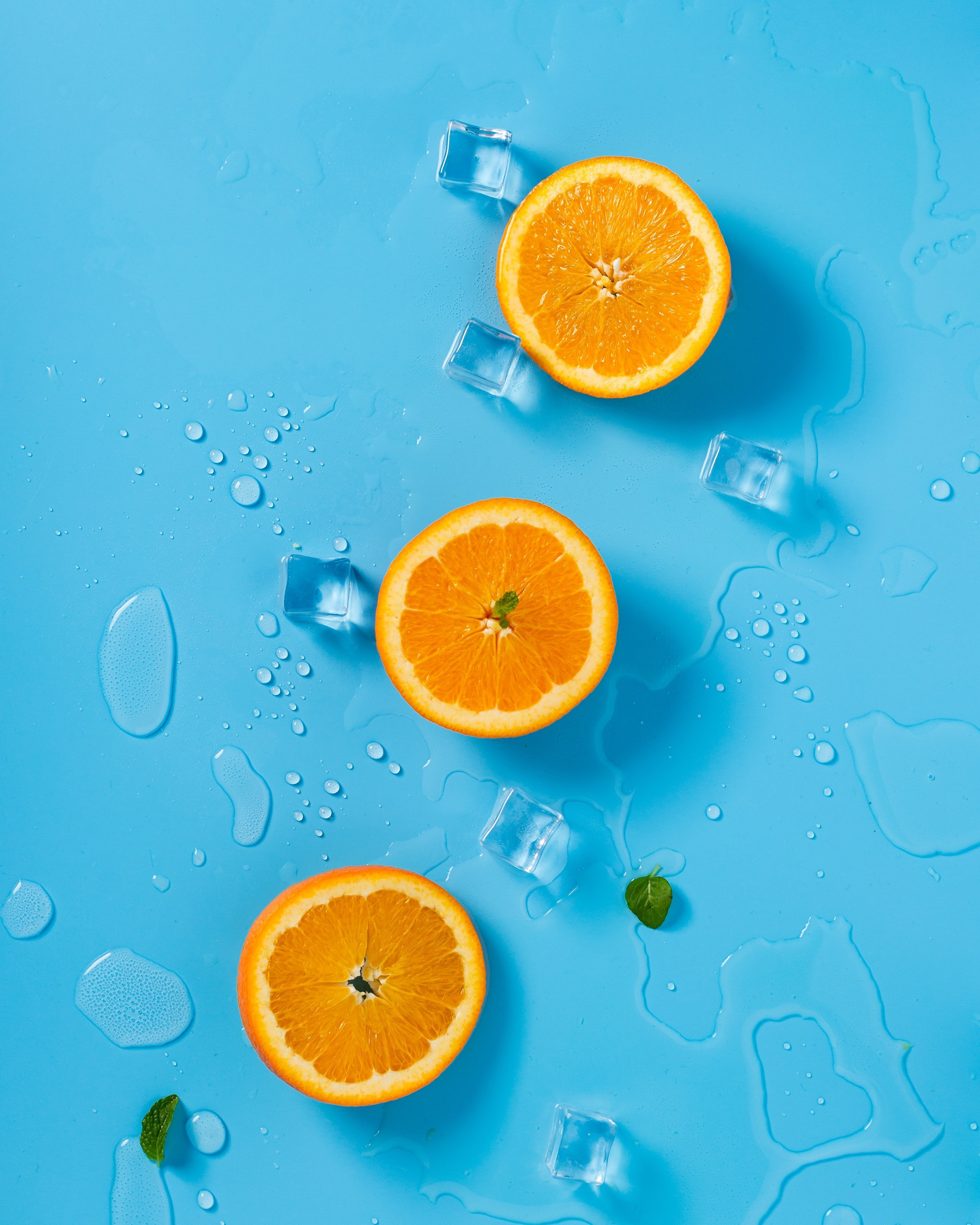Oranges with ice