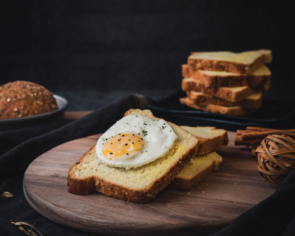 White toast with fried eggs