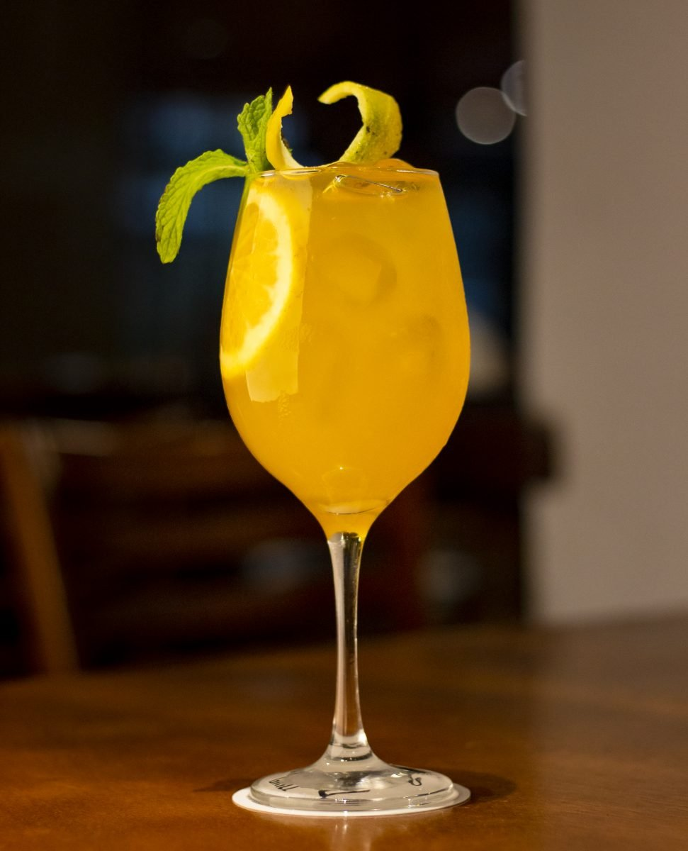 Fresh non-alcoholic lemon drink