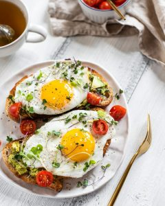 Fried egg with guacamole sandwiches