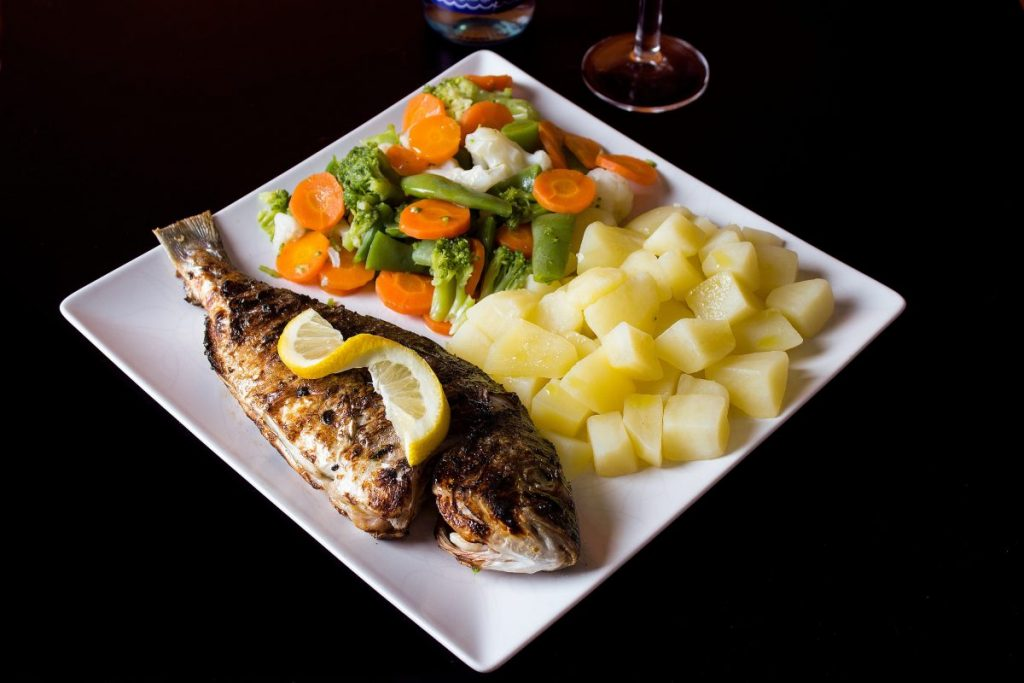 Grilled fish with potatoes and frozen vegetables