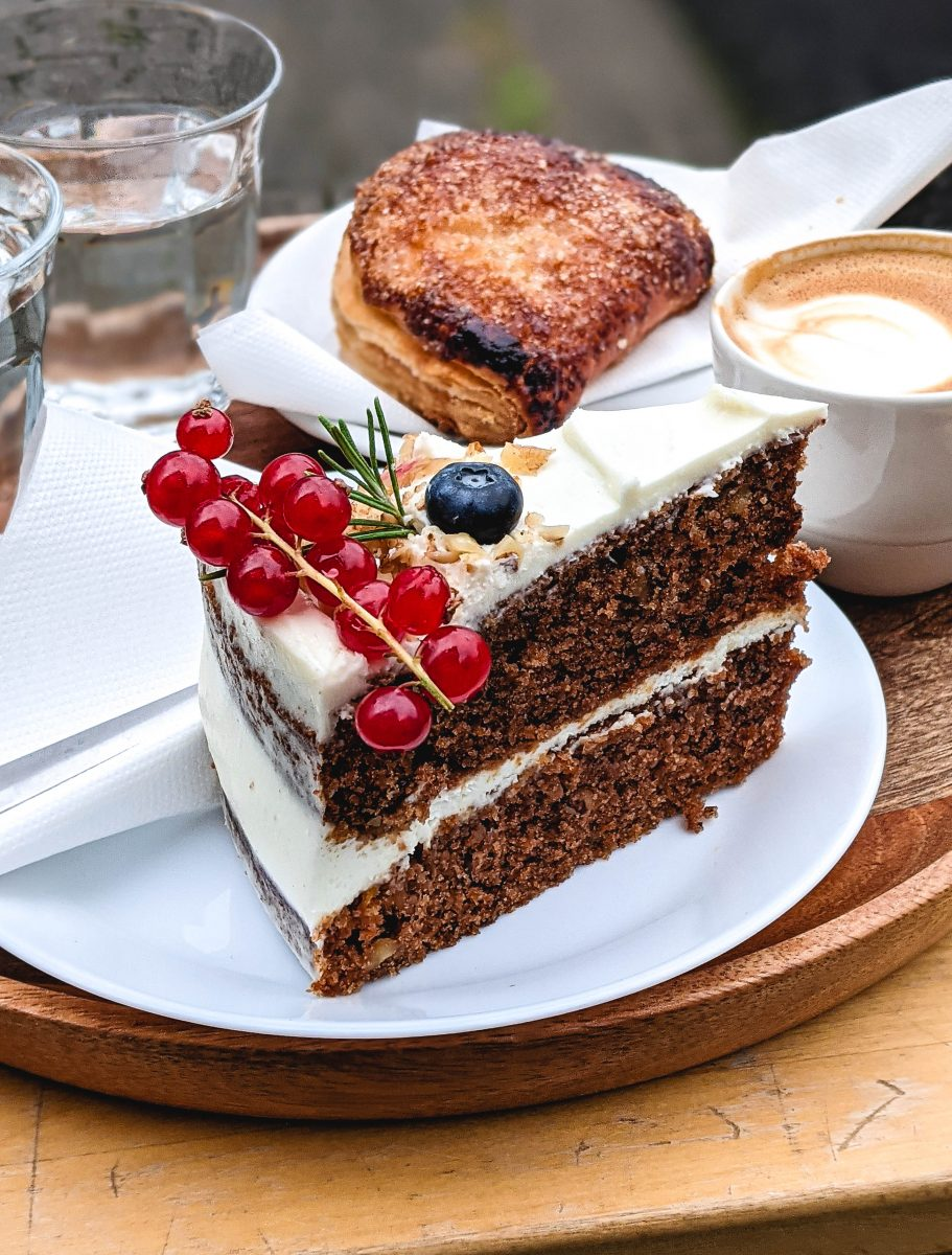 Carrot cake with fresh fruits